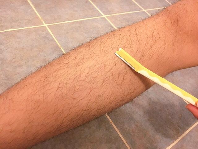男の「すね毛」は剃るのNG!濃い毛を薄く自然に処理する方法3選