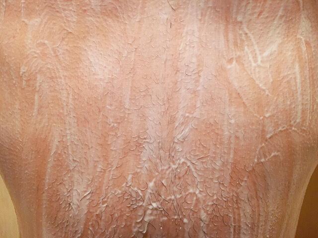 除毛クリームを塗り腹毛が溶けるまで5~10分待つ