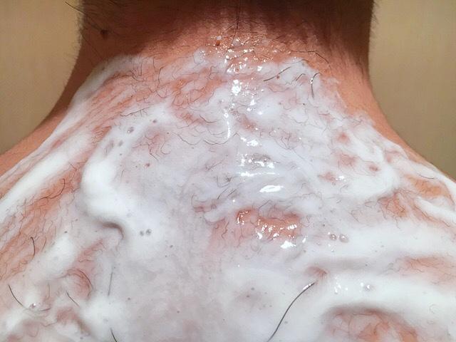 除毛クリームを塗りうなじの毛(襟足)が溶けるまで5~10分待つ