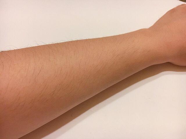 除毛クリームを塗る前の手の毛(ひじ下)
