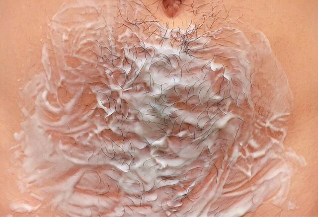 除毛クリームを塗りVIO(デリケートゾーン)の毛が溶けるまで5~10分待つ