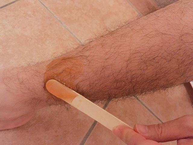 脱毛ワックス「NULLブラジリアンワックス」を薄く塗る