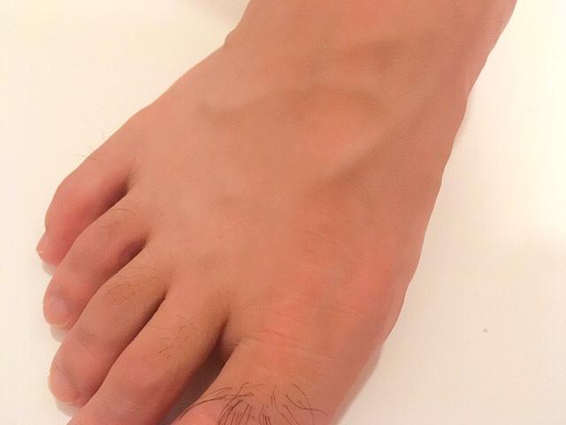 ブラジリアンワックスで足の甲の毛を処理した結果