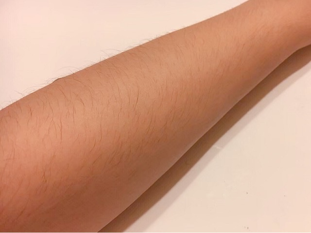 ブラジリアンワックスを使う前のひじ下の毛